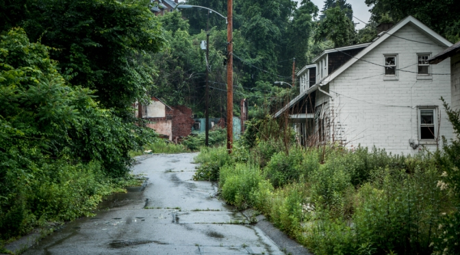 The Eerie Abandoned Neighborhood of Lincoln Way